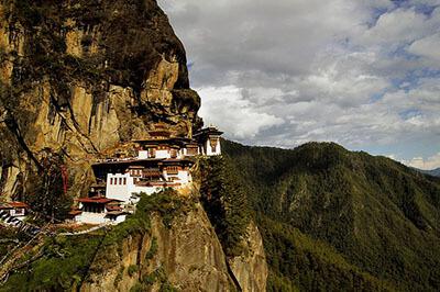 manastir-gnezdoto-na-tigyra-butan