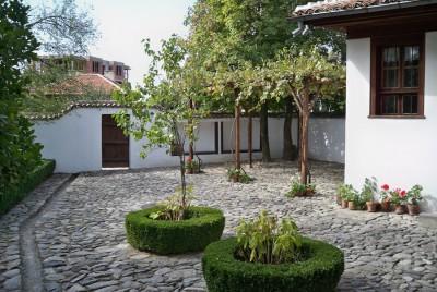 Дворът в къщата-музей на Васил Левски