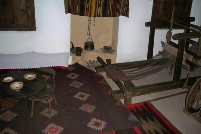 Стаята с тъкачен стан на майка му - Гина Кунчева
