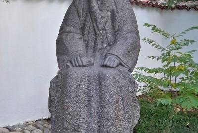 Паметник на майката на Левски - Гина