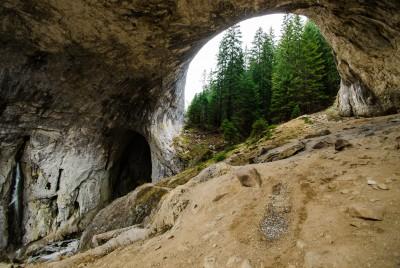 Природна забележителност Чудните мостове - под големия мост