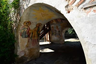 Арка в Бачковския манастир