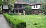 В двора на Даскаловата къща