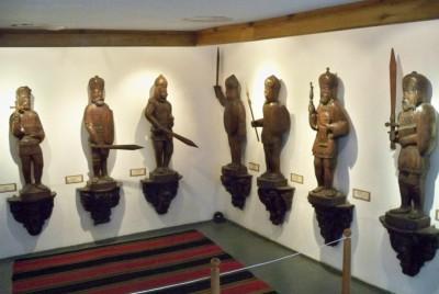 Творчество на Генчо Марангозов - скулптори от дърво на български владетели