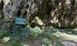 Табелата пред Голямата пещера