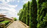 Калдаръмен път към Двореца в Балчик