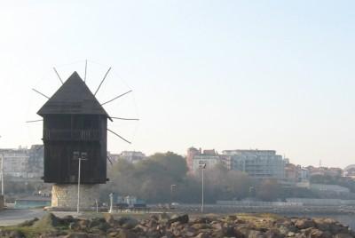 Мелницата в посока новия град