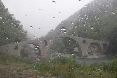 Дъждовна снимка на моста
