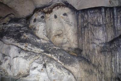 Образувания по стените на пещерата