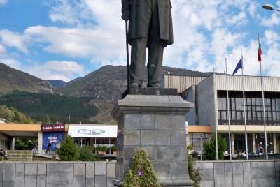 Вазовия паметник пред къщата му