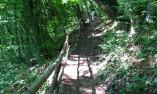 Наклонена пътека към пещерата