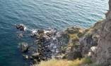 Изглед към долните стълби, стигащи до морската вода
