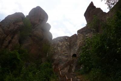 Каменно стълбище в крепостта