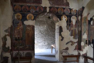 Входна врата на църквата на Асенова крепост