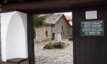 Главния портал на църквата-костница