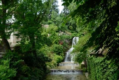 Моста на въздишките с гледка към водопада