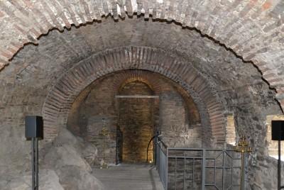 Вътрешна част на църквата в Асеновата крепост