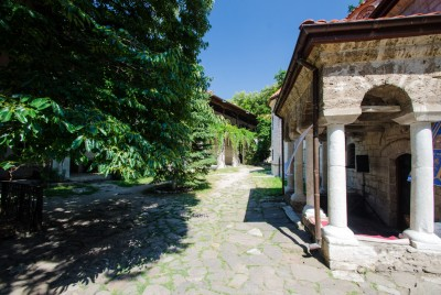 Заден вход на църквата в Бачковския манастир