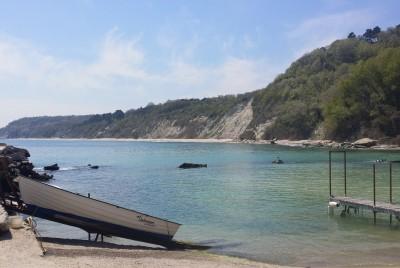 Пейзаж от буната на рибарското село