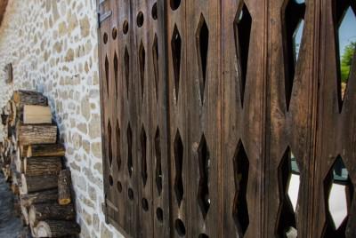 Кепенците на стара къща