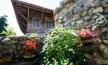 Красив двор на къща в Арбанаси