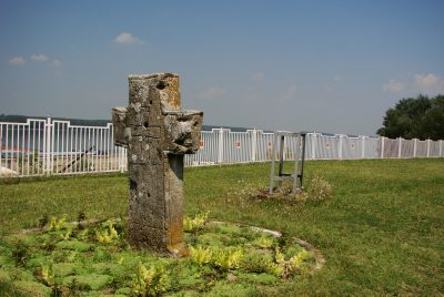 Кръст пред паметника на Христо Ботев