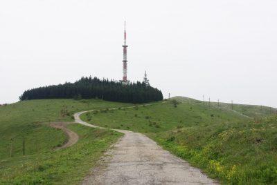 Радиоприемна кула до върха